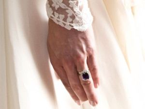 Kate-Middleton-Jewellery-engagement-ring-L